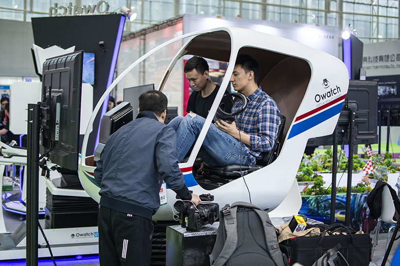 Helicopter simulator for professional training